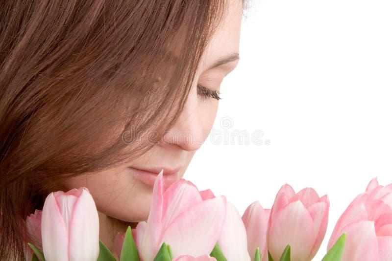 Het portret van de vrouw met tulpen royalty-vrije stock afbeelding