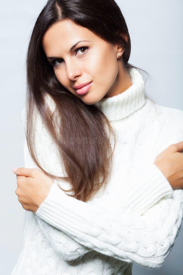 Het portret van de vrouw in studio stock foto