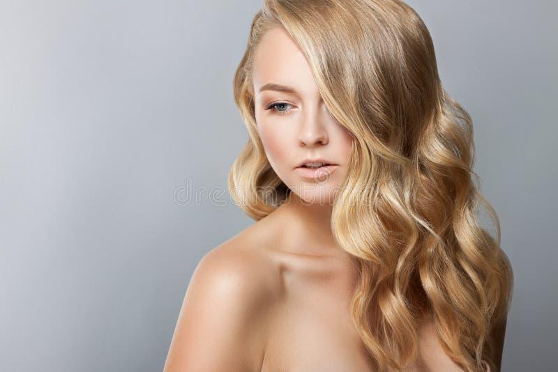 Het Portret van de Vrouw van de schoonheid Beautiful Spa Meisjes Perfecte Verse Huid Naakte samenstelling royalty-vrije stock foto's
