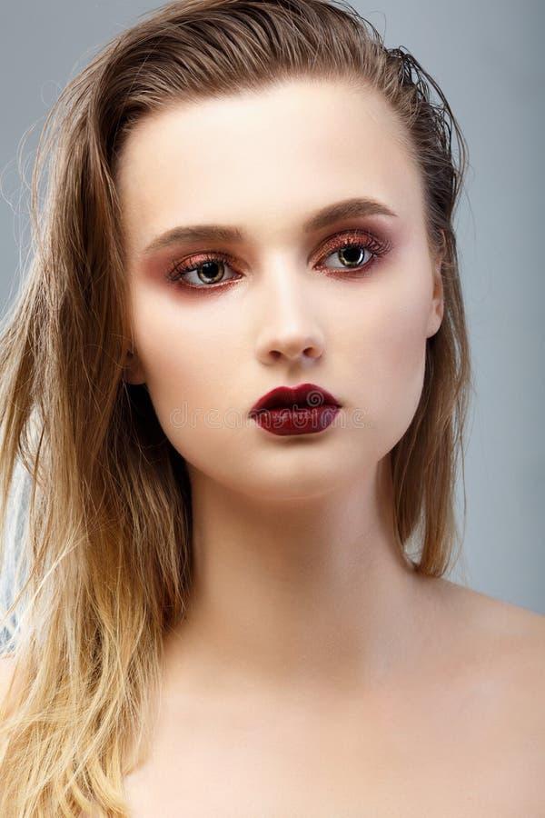 Het Portret van de Vrouw van de schoonheid Professionele Make-up voor Brunette stock foto