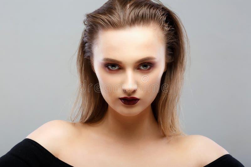 Het Portret van de Vrouw van de schoonheid Professionele Make-up voor Brunette royalty-vrije stock foto