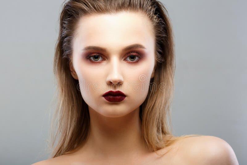Het Portret van de Vrouw van de schoonheid Professionele Make-up voor Brunette royalty-vrije stock foto's