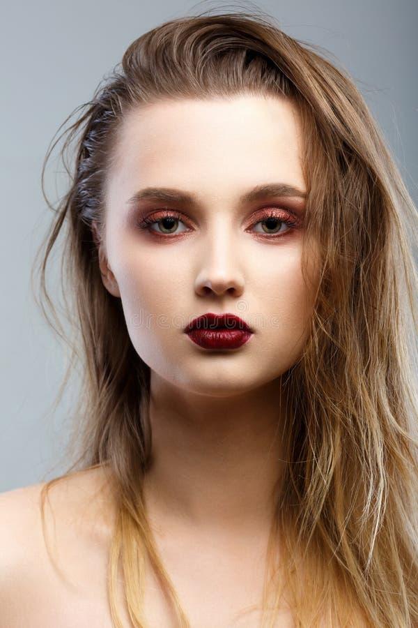 Het Portret van de Vrouw van de schoonheid Professionele Make-up voor Brunette stock foto's