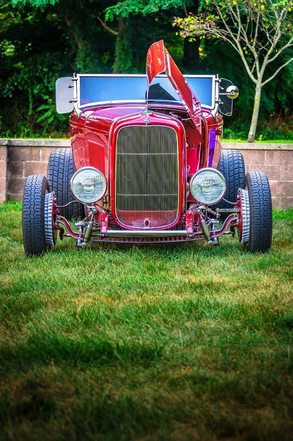 1932 het Portret van Ford Cherry Red Hot Rod - Mstr- stock afbeelding