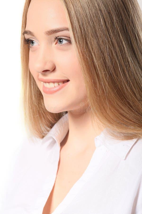 Het portret van gelukkige glimlachende jonge vrolijke bedrijfsvrouw, isoleert royalty-vrije stock afbeelding