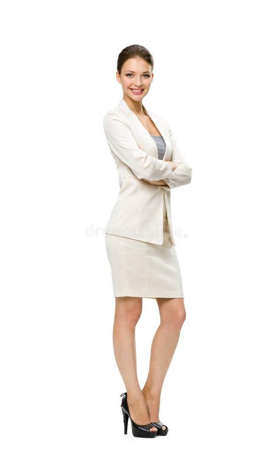 Het portret van gemiddelde lengte van bedrijfsvrouw met gekruiste handen stock foto's