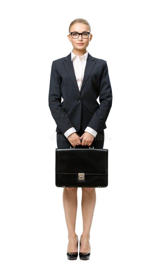 Het portret van gemiddelde lengte van bedrijfsvrouw met leergeval stock fotografie