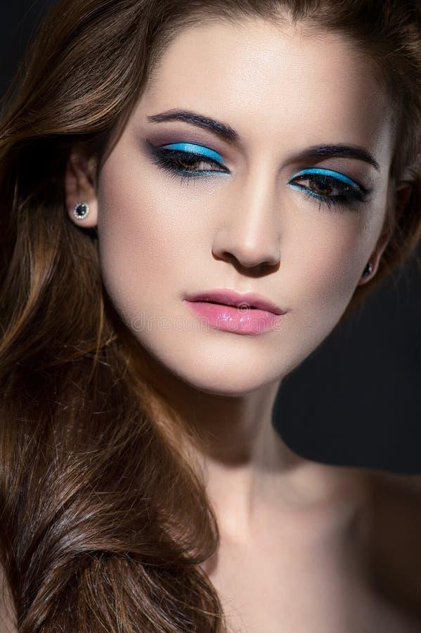 Download Het Portret Van Het Glamourclose-up Van Mooie Vrouw Stock Foto - Afbeelding bestaande uit meisje, aantrekkingskracht: 54081526
