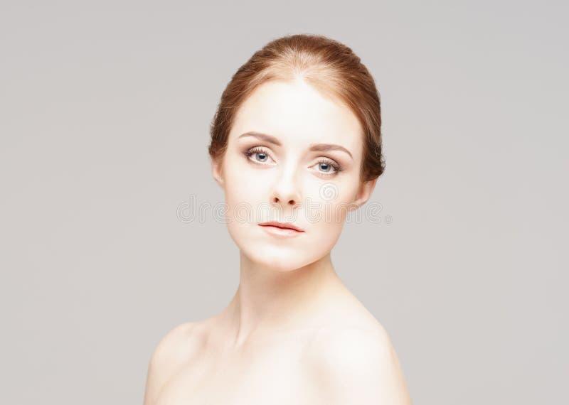 Het portret van het schoonheidsclose-up van een mooie vrouw stock foto