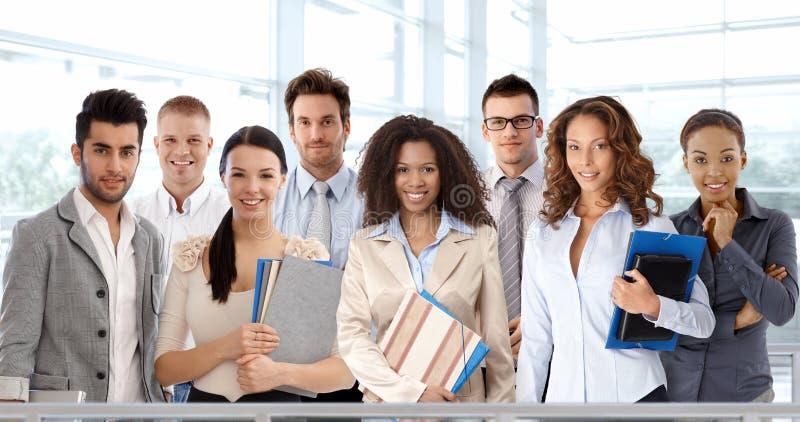 Jonge en succesvolle bedrijfsmensen stock afbeeldingen