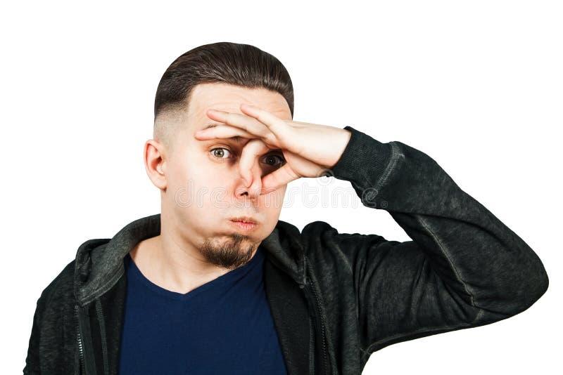 Het portret van Kaukasische kerel, dichte neus, stinkt Mens die op witte achtergrond wordt ge?soleerdp stock foto