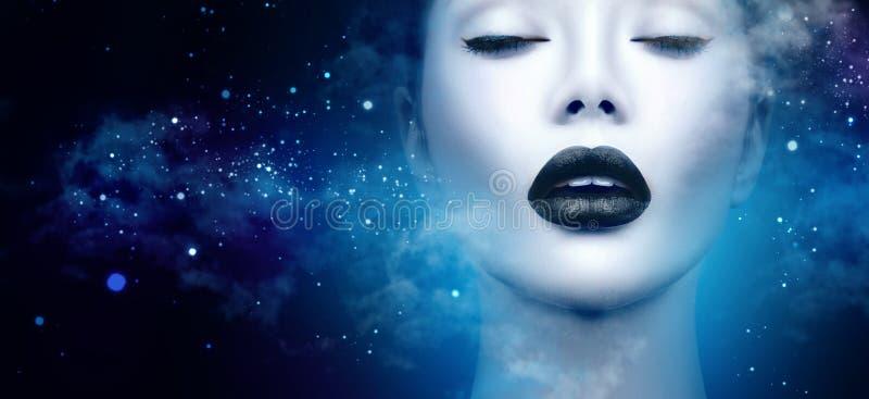 Het portret van het mannequinmeisje met zwarte make-up stock foto
