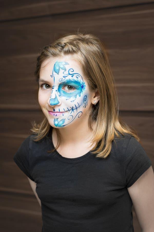 Het portret van meisje met suikerschedel maakt omhoog royalty-vrije stock afbeeldingen
