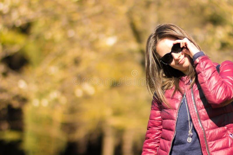 Het portret van Stefania bij het park in de vroege lente royalty-vrije stock fotografie