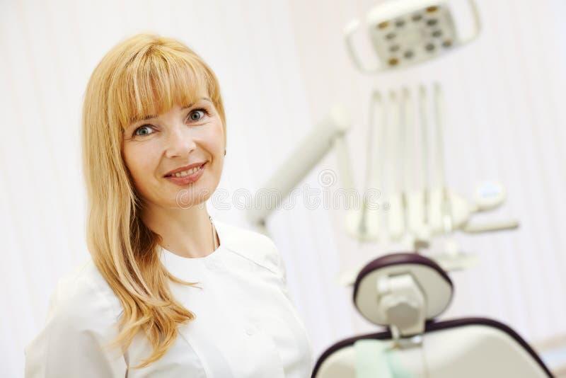 Het portret van tandartsorthodontist stock fotografie