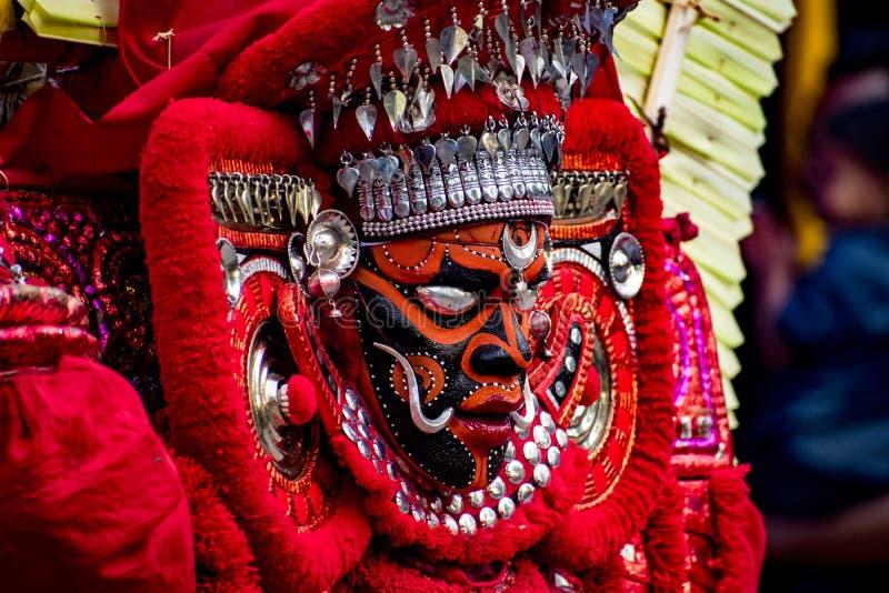 Het portret van theyyam, traditioneel makeuped god royalty-vrije stock fotografie
