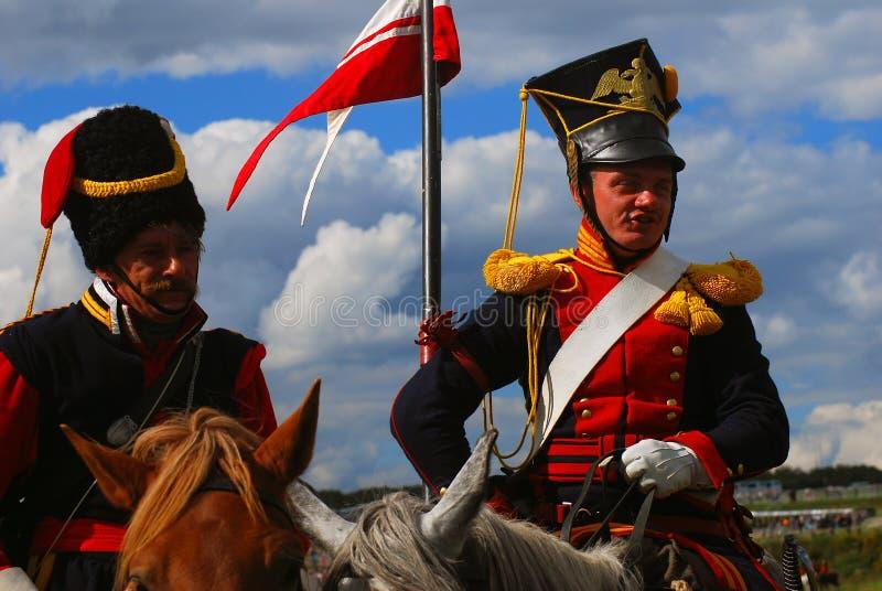 Het portret van twee moedige reenactors kleedde zich als Napoleonic oorlogsmilitairen royalty-vrije stock afbeelding