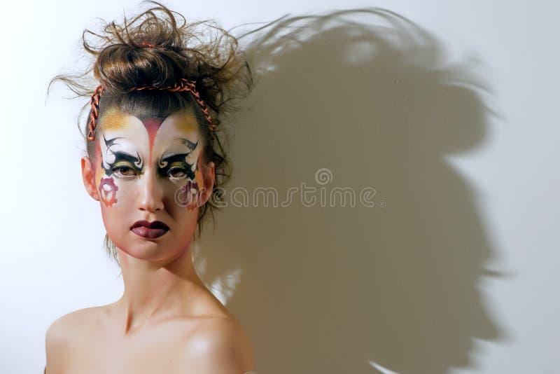 Het portret van vrouw met creatieve helder maakt omhoog in steampunkstijl stock fotografie