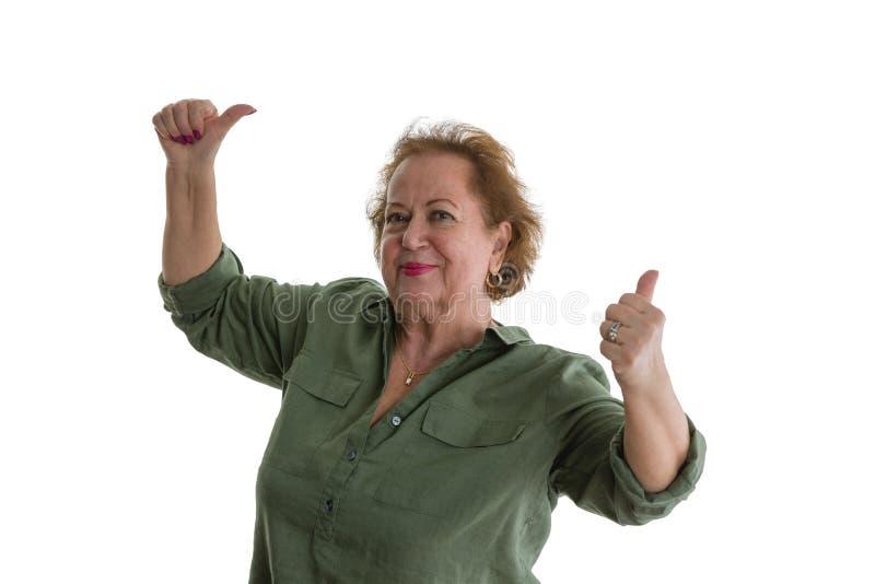 Het positieve hogere vrouw geven beduimelt omhoog stock afbeeldingen