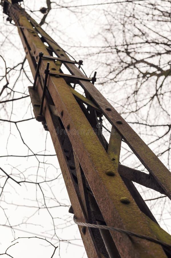 Het post oude roestige ijzer stock afbeelding