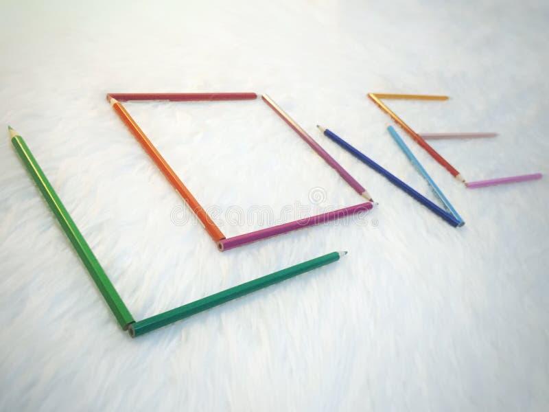 Het potlood van de liefdekleuring stock afbeelding