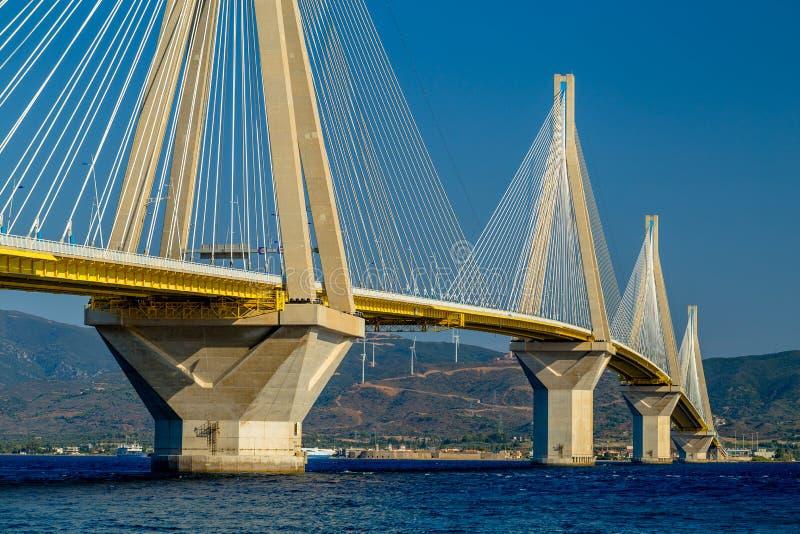Het Prachtige Werk van Mensheid - Charilaos Trikoupis Bridge - sluit omhoog Weergeven royalty-vrije stock foto