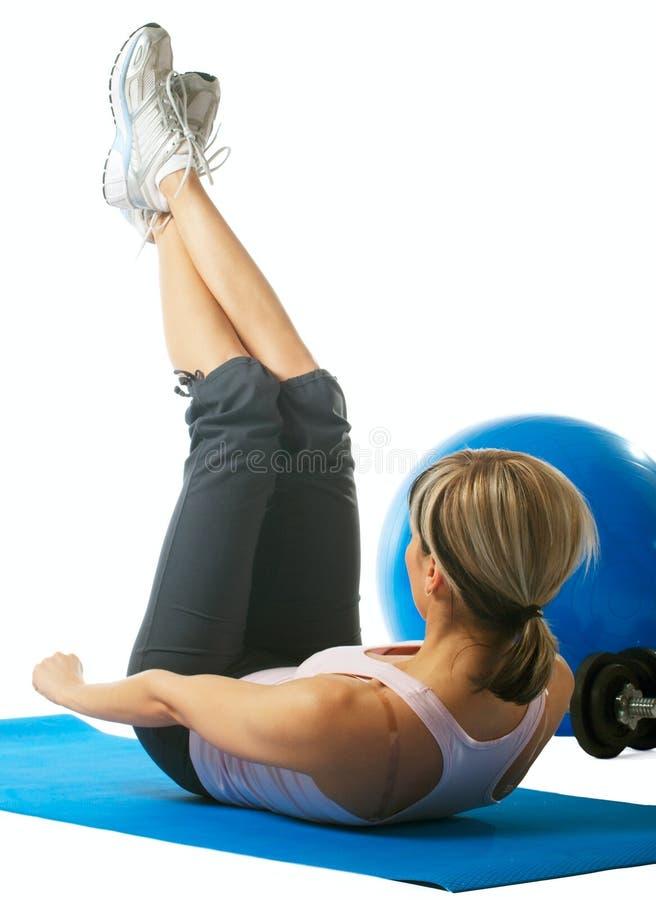 Het praktizeren van de sportvrouw yoga royalty-vrije stock foto's