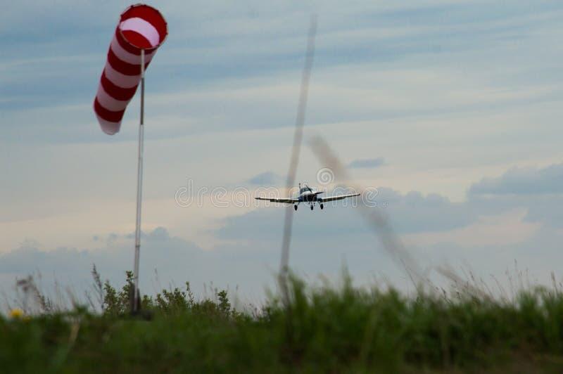 Het privé vliegtuig recreatieve vliegen stock afbeelding