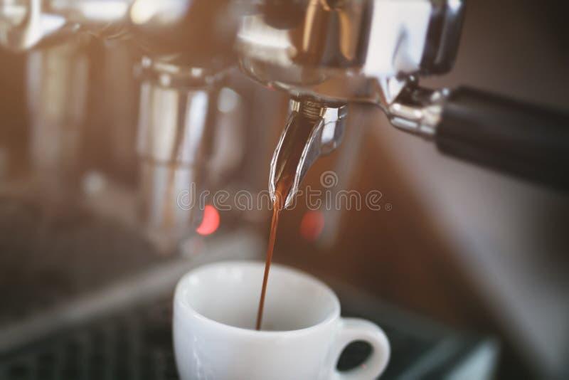 Het procédé van de koffieextractie van beroeps royalty-vrije stock foto