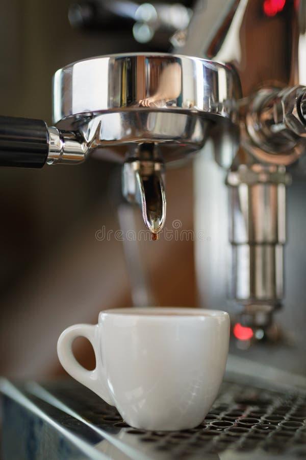 Het procédé van de koffieextractie van beroeps royalty-vrije stock afbeeldingen