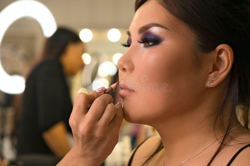 Het proces van de beeldverwezenlijking makeup royalty-vrije stock fotografie