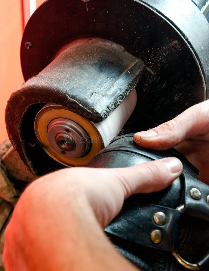 Het Proces van de schoenenreparatie royalty-vrije stock afbeeldingen