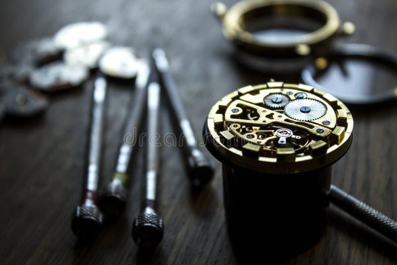 Het proces van reparatie mechanische horloges royalty-vrije stock foto
