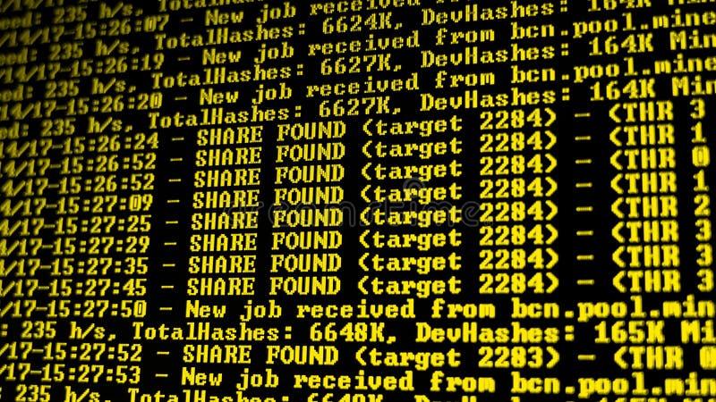 Het procesprogramma van mijnbouwcryptocurrency over vertoningspc Het gebruiken van Software Gevonden aandeel stock afbeeldingen
