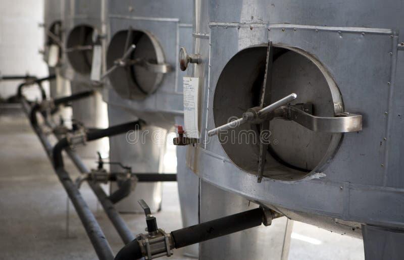 Het produceren van pruimbrandewijn stock foto