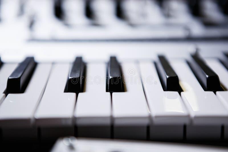 Het professionele toetsenbord van Midi voor elektronische muziekcomponist royalty-vrije stock fotografie
