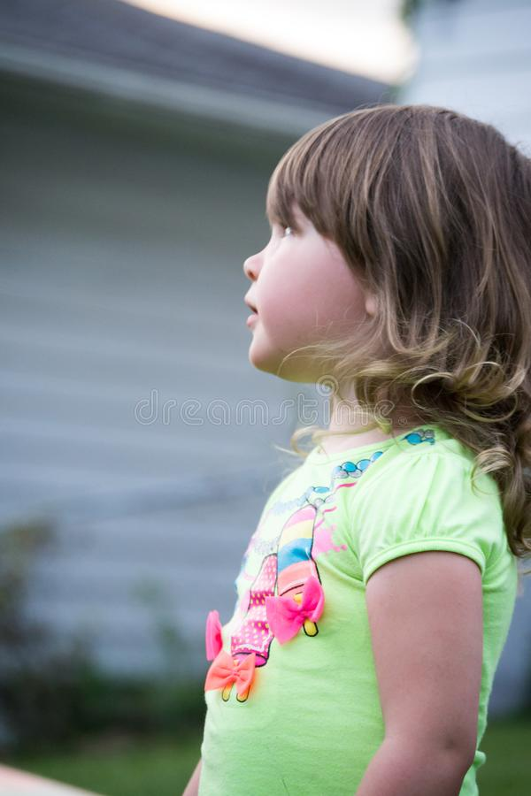 Het profiel van de kindbinnenplaats royalty-vrije stock fotografie