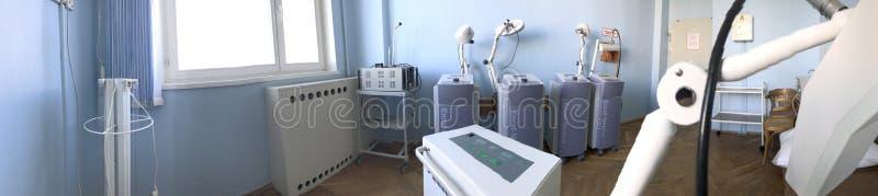 Het programma van medische rehabilitatie De ruimte van de microgolftherapie royalty-vrije stock foto