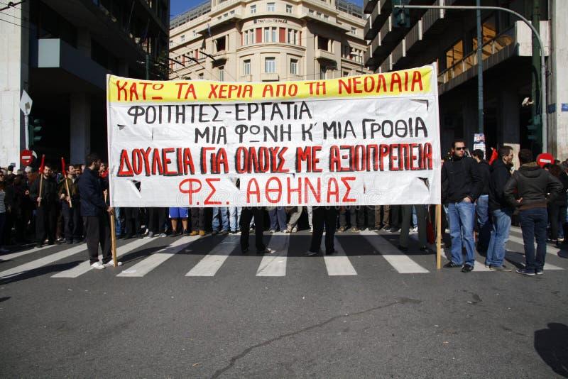 Het protest van de anti-strengheid in de einden van Athene met minder belangrijke schaalconflicten royalty-vrije stock afbeeldingen