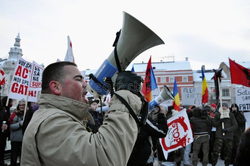Het protesteren tegen HANDELINGEN en overheid stock afbeeldingen