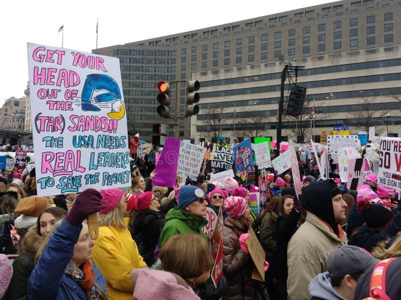 Het Protestteken van het teerzand, sparen de Planeet, Maart van Vrouwen, Washington, gelijkstroom, de V.S. stock foto's