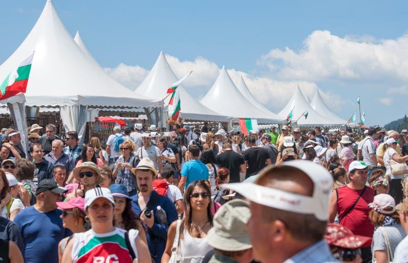Het publiek in het wandelgalerijfestival Rozhen in Bulgarije stock foto