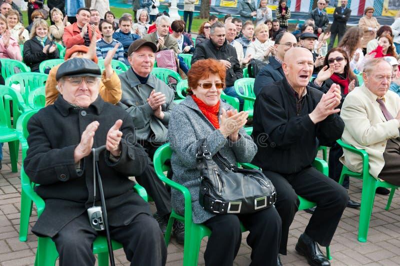 Het publiek luistert aan het Orkest van een Gouverneur royalty-vrije stock fotografie
