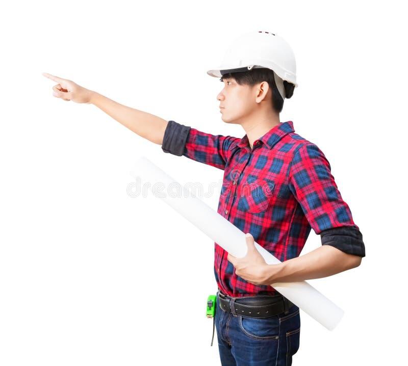 Het punt van de ingenieursvinger met holding gerolde blauwdrukken inspecteert bouw en slijtage het witte plastiek van de veilighe stock foto