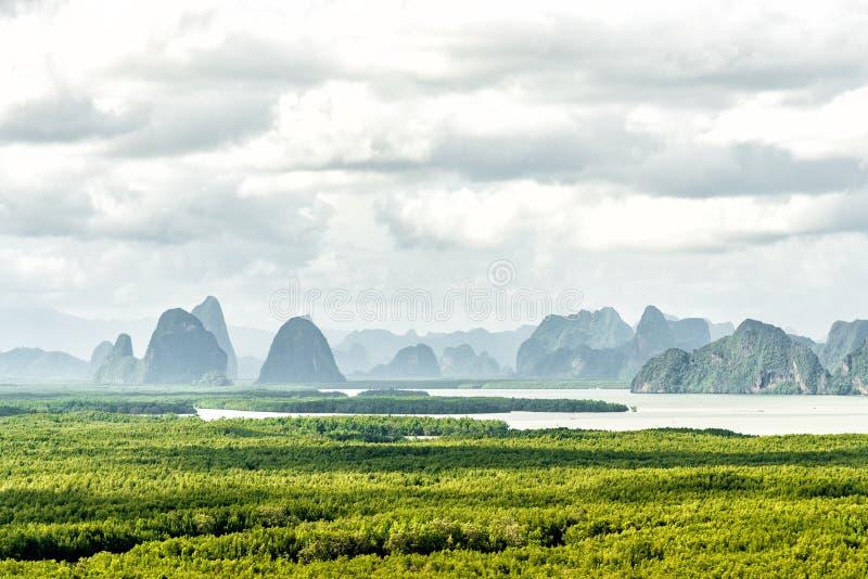 Het punt van de sa-ontmoeten-nang-Sheemening Het beroemdste meningspunt om het overzees, de berg en het bos van Andaman in de pro royalty-vrije stock fotografie