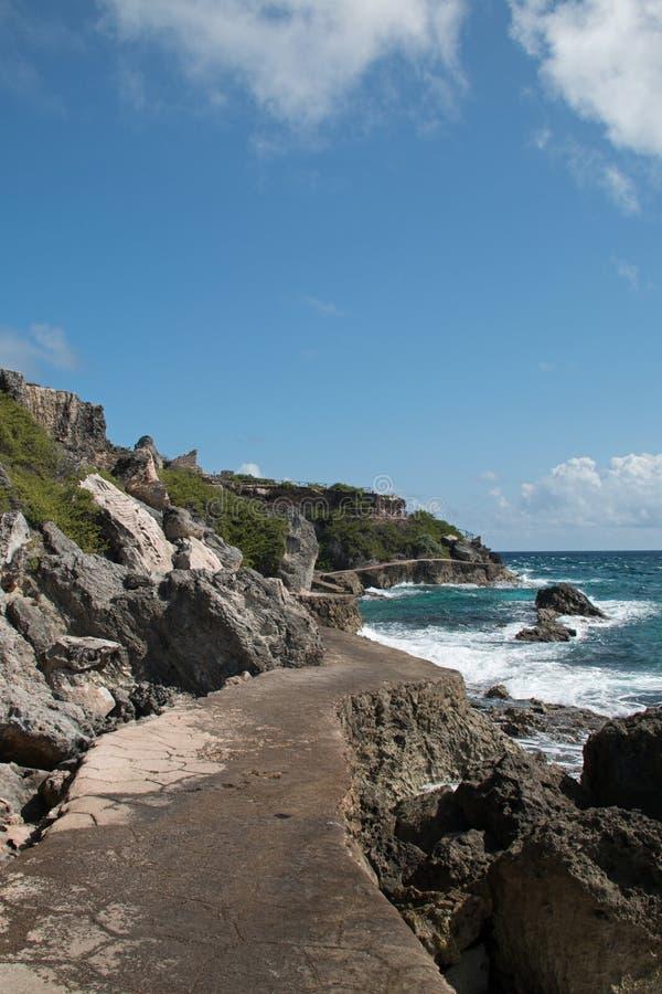 Het punt van Puntasur riep ook Acantilado del Amanecer Cliff van de Dageraad op het kleine Mexicaanse eiland genoemd Isla Mujeres royalty-vrije stock foto's