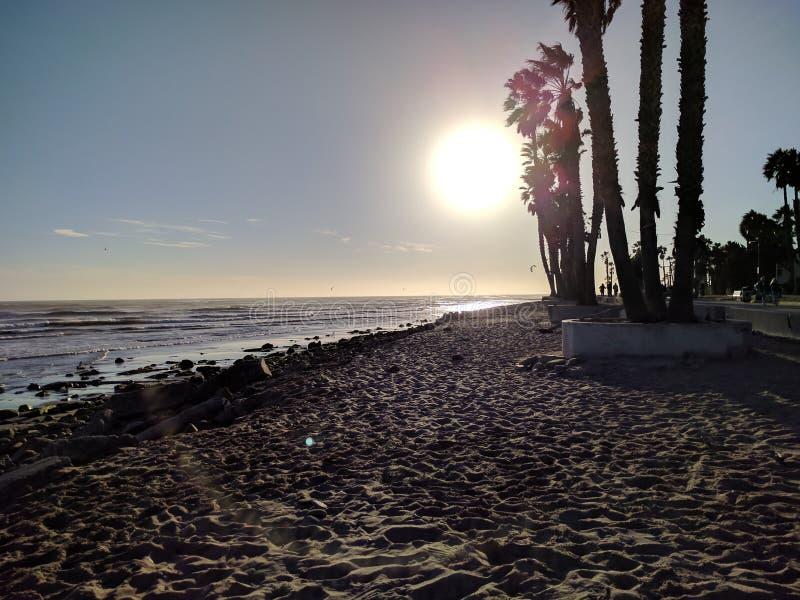 Het Punt Ventura, Californië van de zonsondergangsurfer ` s stock fotografie