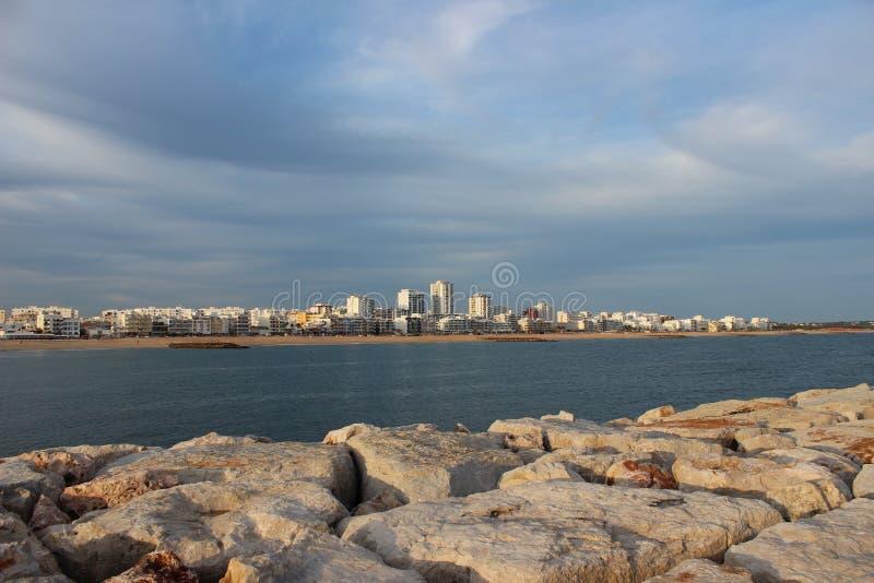 Het is Quarteira, Algarve, Portugal stock foto's