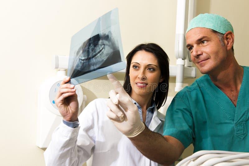 Het Raadplegen van tandartsen royalty-vrije stock foto's