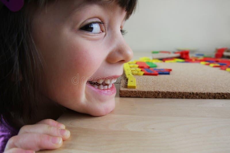 Het raadsel van Montessori. Peuter. royalty-vrije stock fotografie
